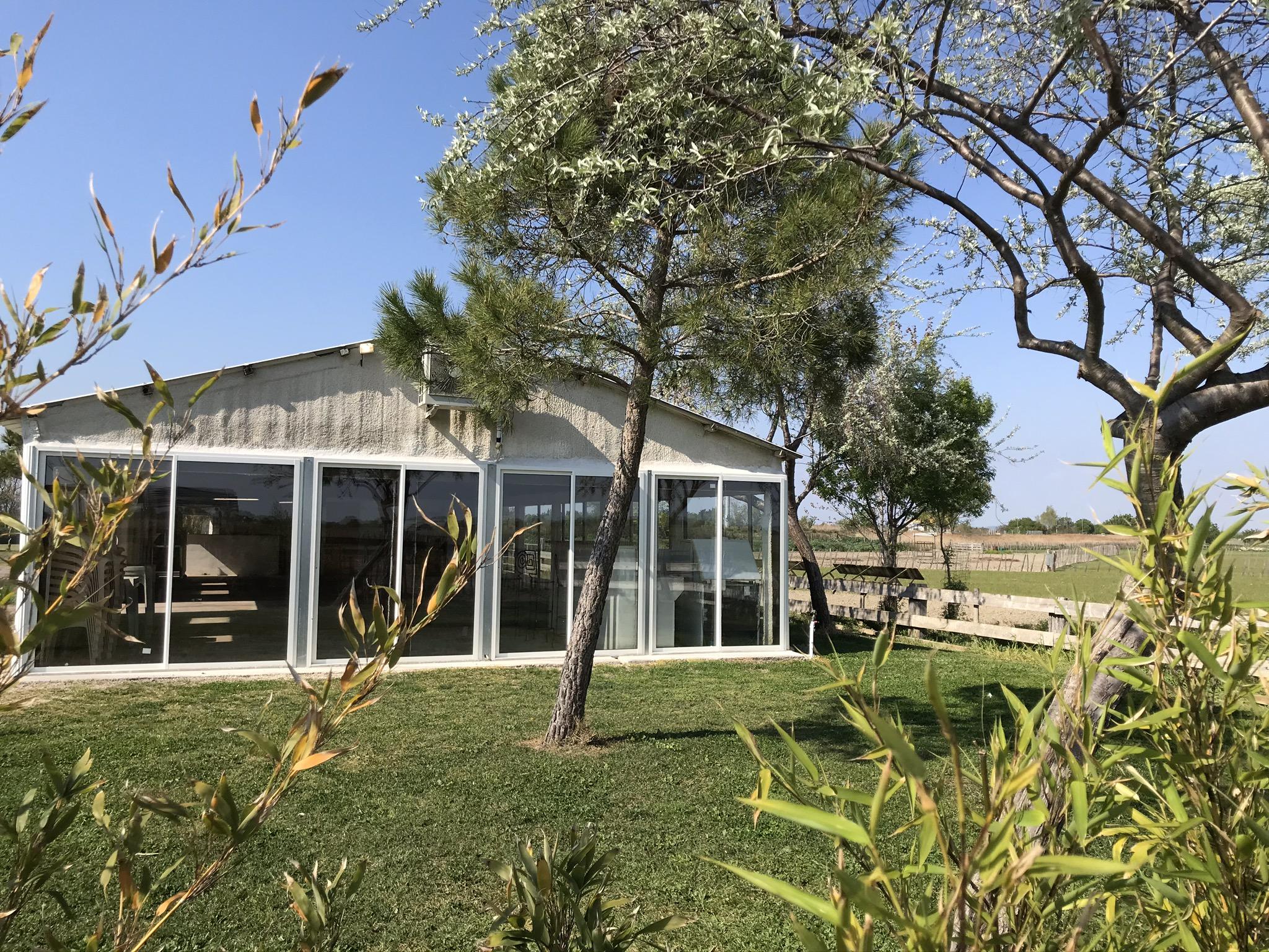 Salle de réception nature champêtre anniversaire baptême mariage manade Chaballier