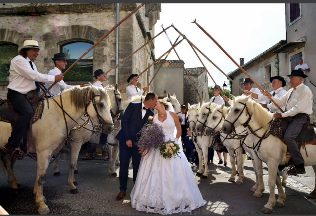Prestations mariés gardians cheval camargue trident tradition manade